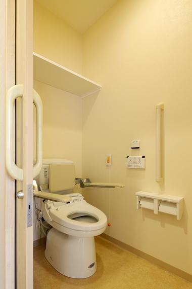 018_3844 2階住戸トイレ.JPG
